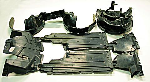 Det finns ofta ett tiotal plastpaneler under en ny bil